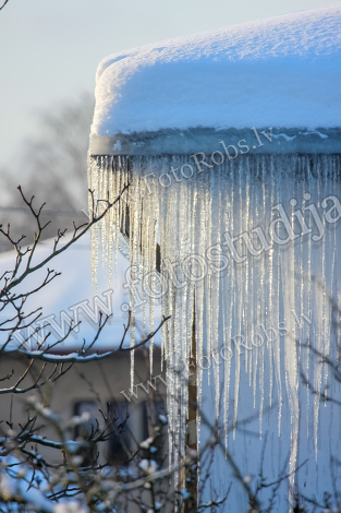 Roof with icicles
